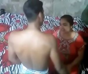 Desi Aunty Caught By Handy..